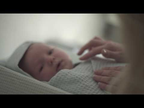 lyteCache.php?origThumbUrl=https%3A%2F%2Fi.ytimg.com%2Fvi%2FfxCyz3G7k5k%2F0 - Hugsy's smart blanket comforts babies when parents are away