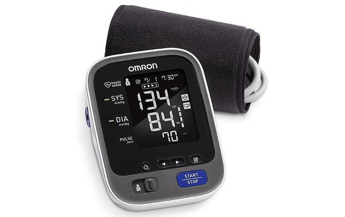 review-omron-10-blood-pressure-monitor-review-2-708x445.jpeg