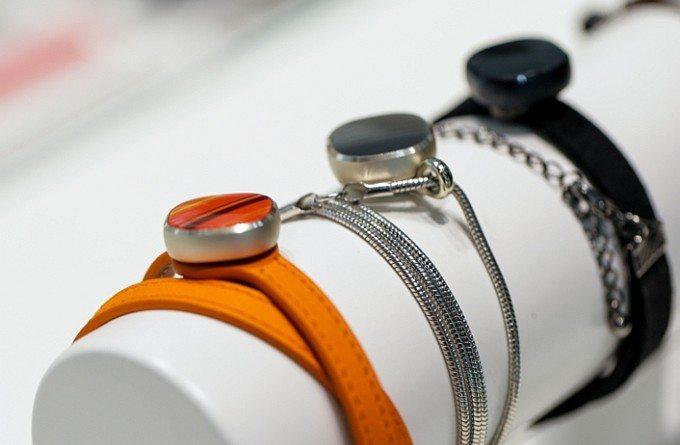 The Samsung Charm: a new stylish, minimalist tracker