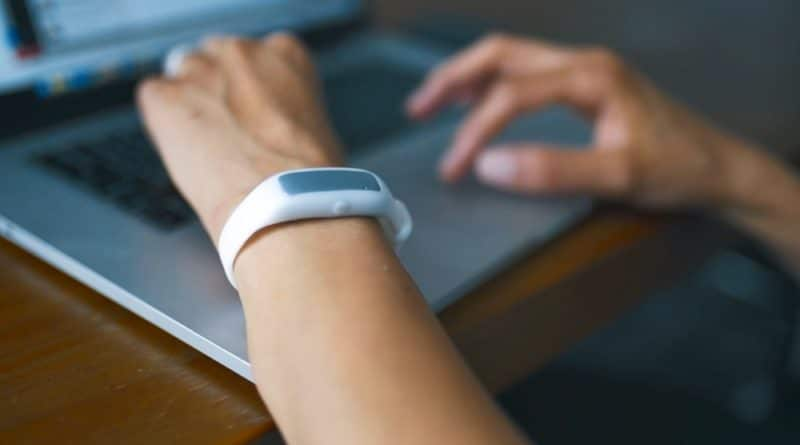 Eradicate your bad habits with the Liv Smart Bracelet