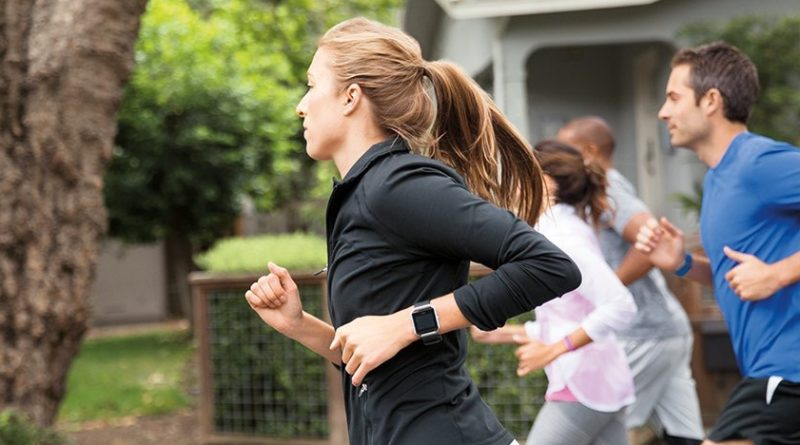 Fitness trackers are outselling smartwatches, but gap is beginning to narrow