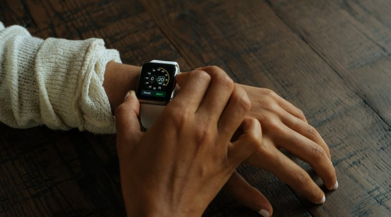 Apple Watch tops customer satisfaction rankings, well ahead of Fitbit