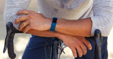 Fitbit announces global availability of Charge 2 tracker