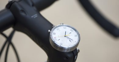 Moskito: Swiss analog smartwatch that doubles as a stylish bike speedometer