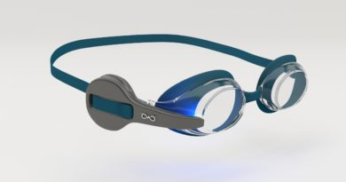 Track your swim session with these smart googles