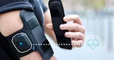 Shapeheart Armband: the magnetic phone case heart rate monitor