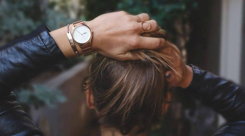 Roxford: minimalist smartwatch with a fitness tracker built in the strap