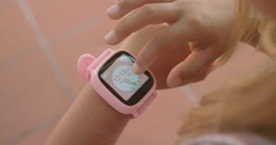Oaxis WatchPhone tracks, protects and allows 3G communication with kids