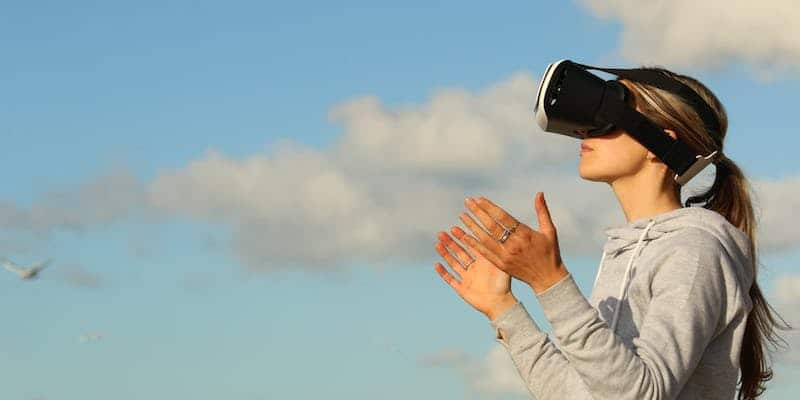 Virtual reality health benefits and issues 01 - Virtual reality - health benefits and issues