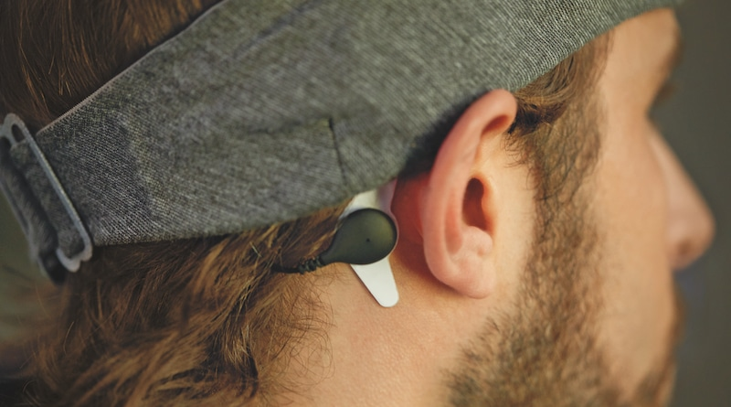 Philips SmartSleep headband optimizes deep sleep with science