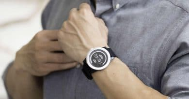 Powered by body heat, PowerWatch X comes with fitness tracking and notifications