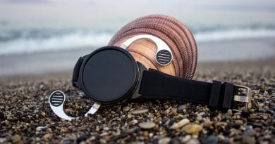 Shell is a unique mix of smartwatch and smartphone