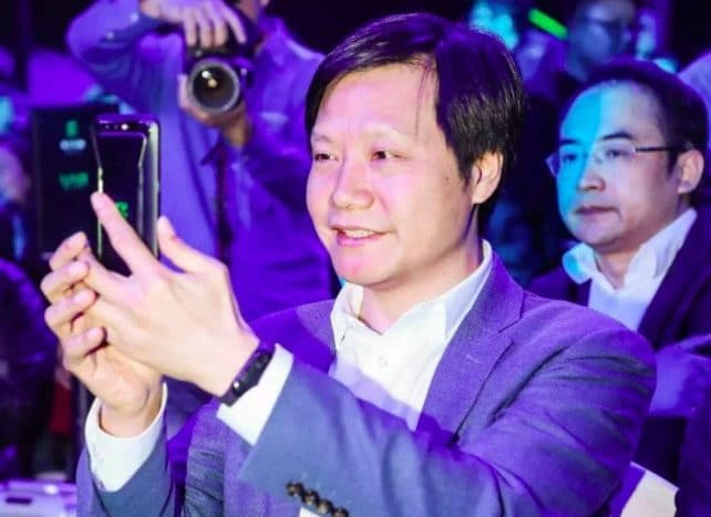 Xiaomi CEO shows off mystery fitness band | Image source