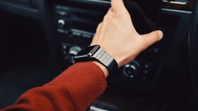 Texting while driving with your wearable is just as dangerous
