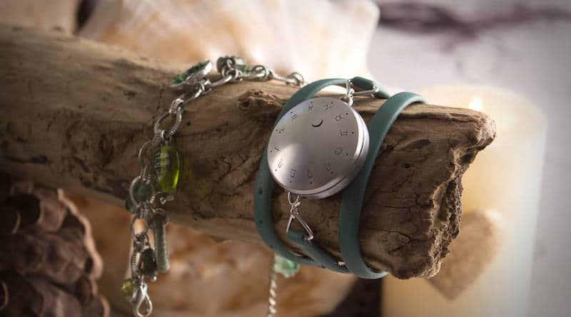 Moontrak: combine fitness tracking with the moon, sun and zodiac