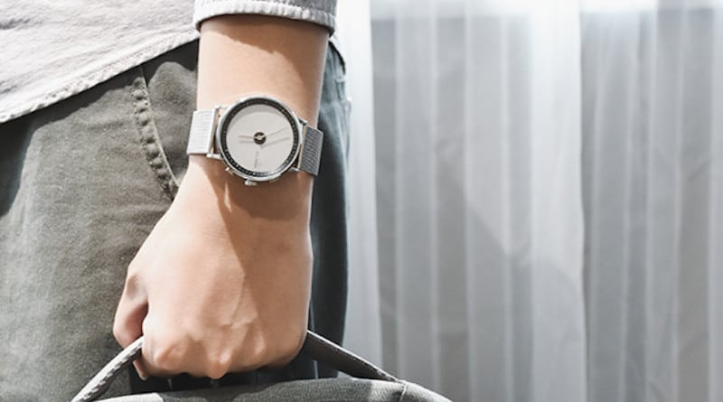 GLIGO E-Ink Smartwatch: a styl hybrid with 2 year battery life