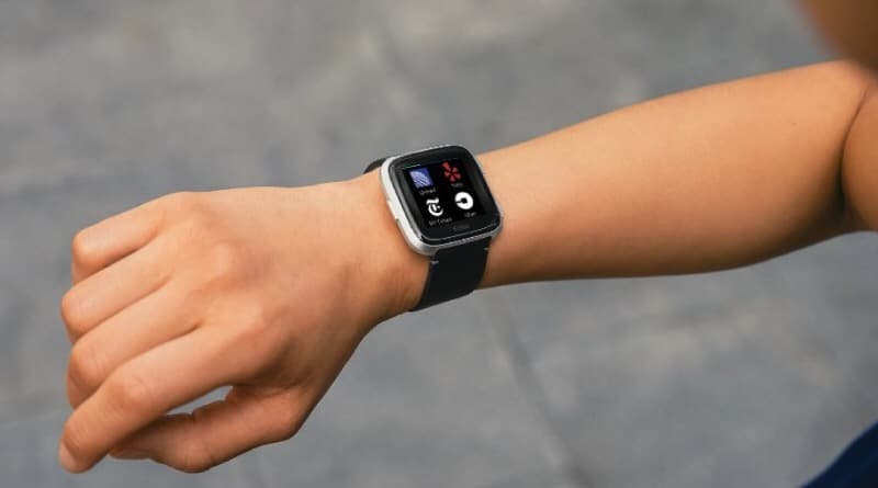 Fitbit snatches top 2 spot from Samsung in smartwatch race, Apple still sits on top