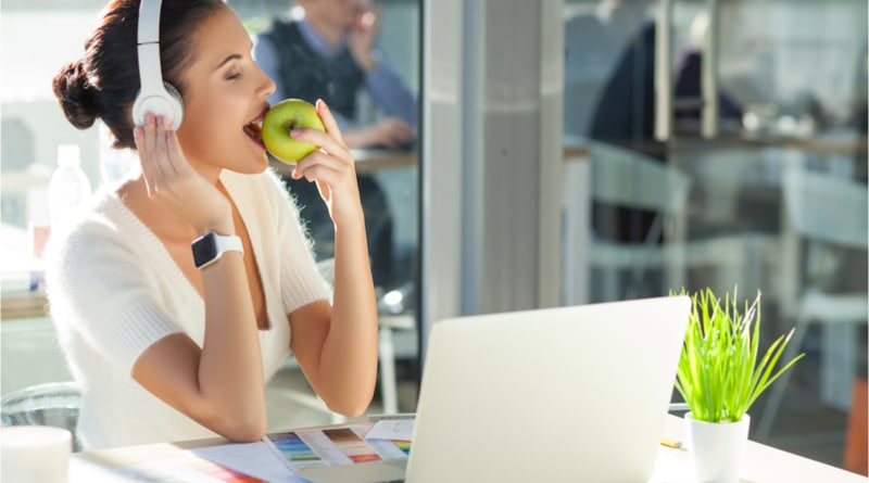 Apple to donate 1,000 watches for study on binge eating