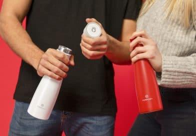 LIZ: a smart bottle with UV sterilization & hydration reminders.