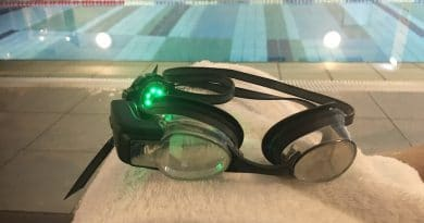 Review: Augmented reality FORM Swim Goggles look & feel like the traditional thing