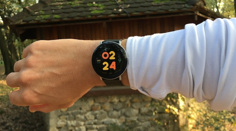 Zepp E review: a fashionista fitness watch that comes in two distinct styles