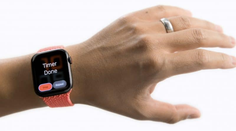 New accessibility features let you control your Apple Watch with hand gestures